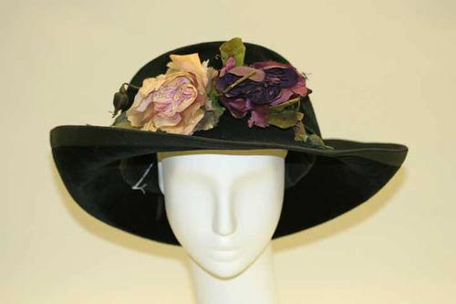 1909-11 Velvet hat