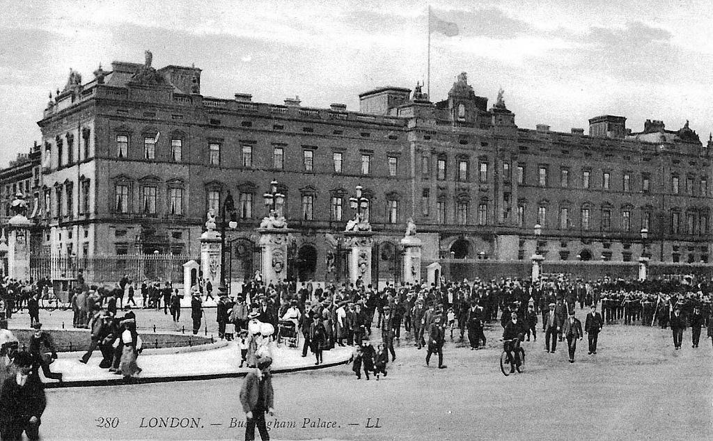 Buckingham Palace, 1904
