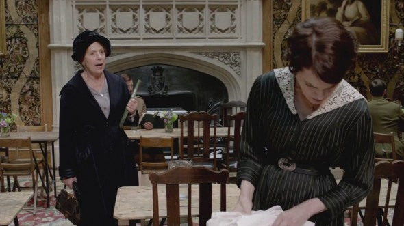 Cora ignoring Isobel ©Downton Online