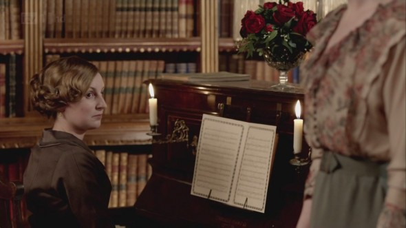 Edith at the piano © Downton Online